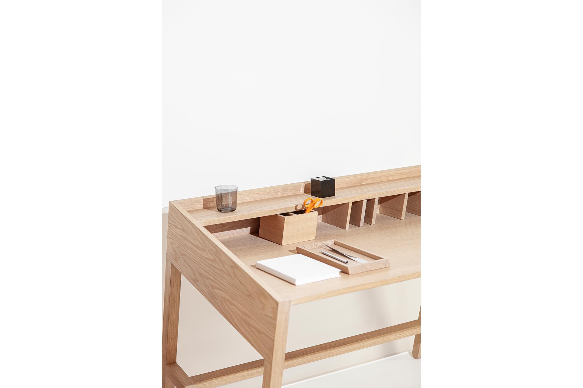 Torta Desk Upper view - DESIGN BY MIGUEL SOEIRO